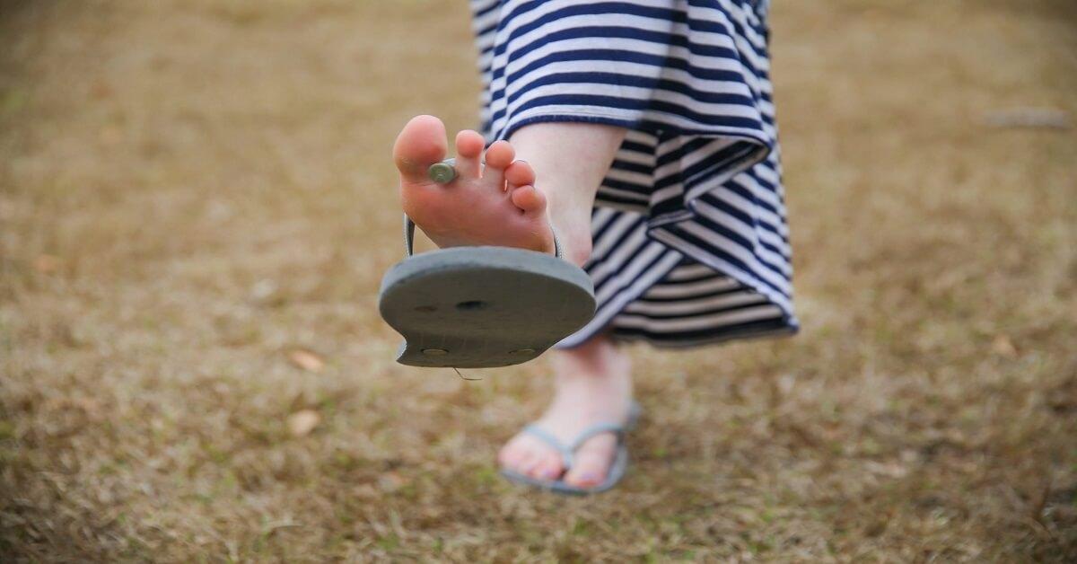 how to fix a broken flip flop