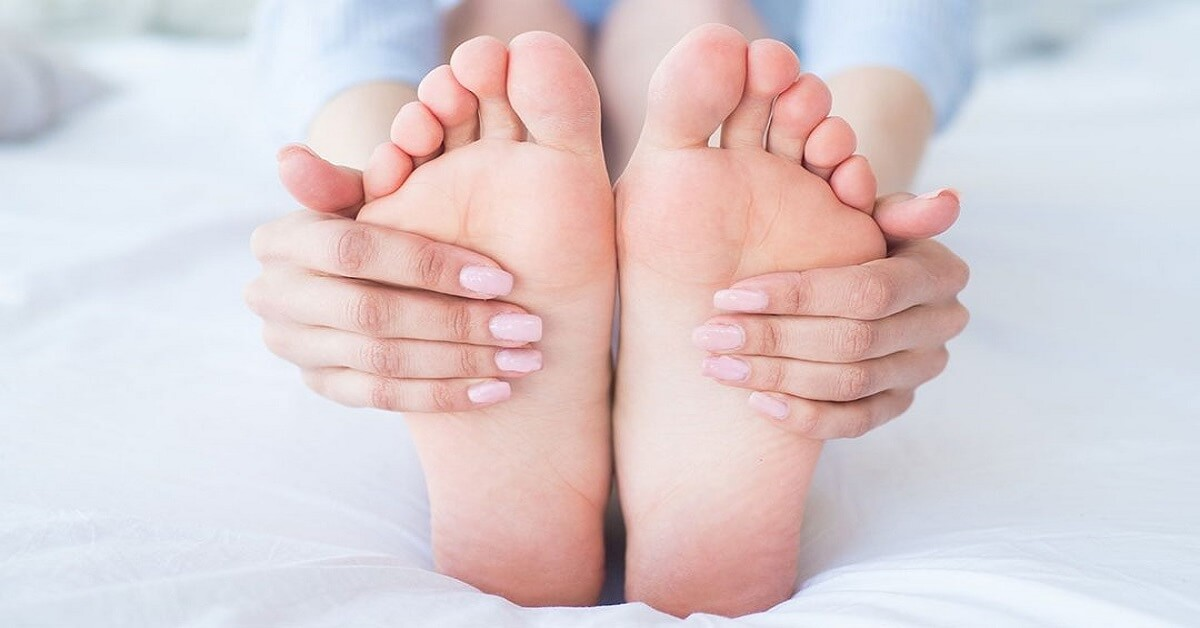 how many bones are in your feet