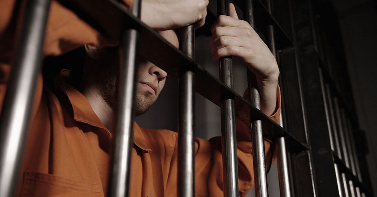 2 must-read stories - Worst prison stories ever